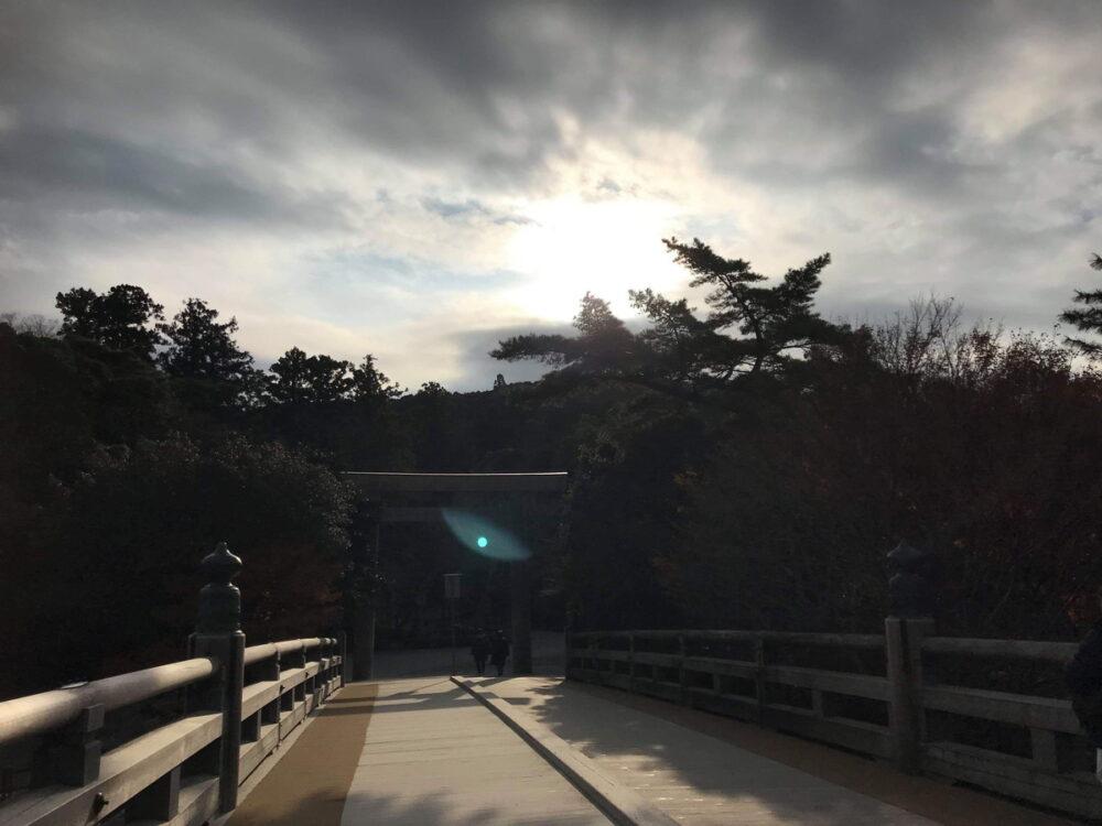 伊勢神宮の光 鳥居と宇治橋